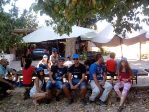001Bienvenida asistentes al albergue La Esgaravita
